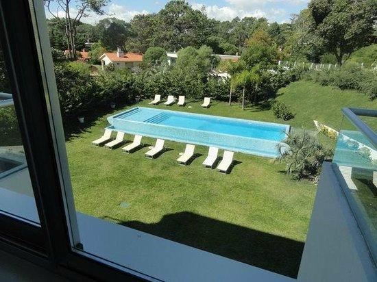 Sisai Hotel Boutique : vista da suite para a piscina e jardins
