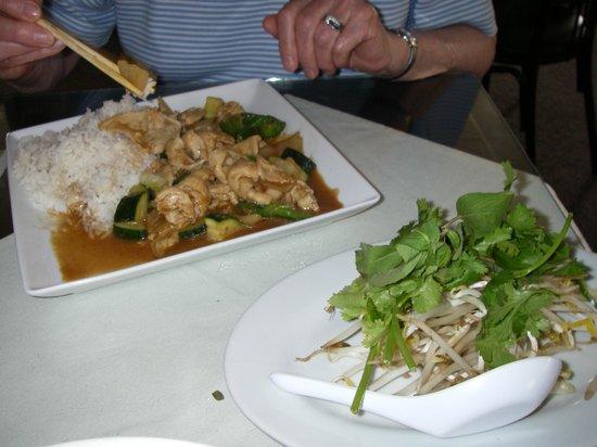Saigon: Chicken w/Lemongrass & Zucchini