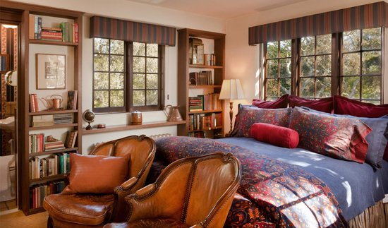 Old Monterey Inn : Cuddle up with a good book in our Library Room
