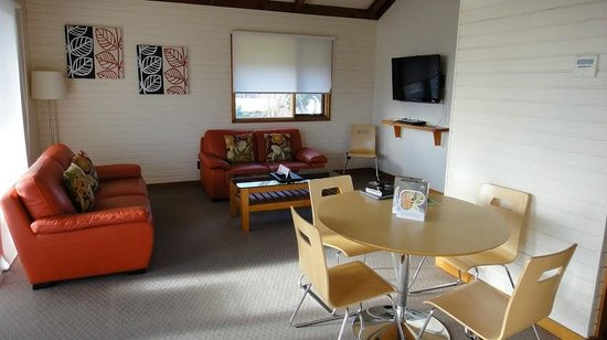Adelaide Shores Resort : Lounge and dining area