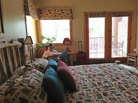 Majestic View Lodge: Photo of one section of the room -- does not to it justice as the rooms are quite large
