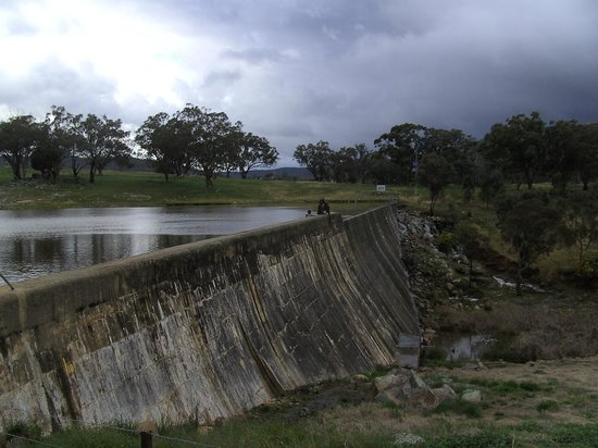 The Shirley Hotel Bed & Breakfast: Bethungra Dam during the wet season