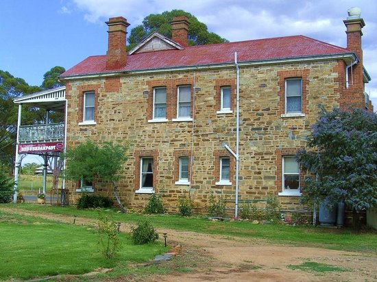 The Shirley Hotel Bed & Breakfast: A view of the northern end of the historic hotel