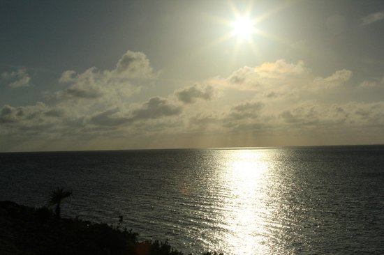 The Cove Eleuthera: Sunset from the cliff bar