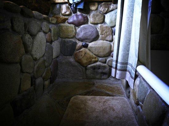 Sundance Bear Lodge: Cabin bathroom