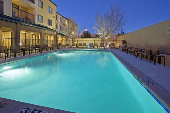 Courtyard El Paso Airport: Pool