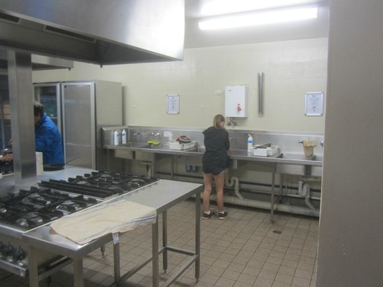 Outback Pioneer Hotel & Lodge, Ayers Rock Resort: Outback Pioneer Shared Kitchen
