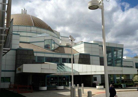Saint Louis Science Center: Front of building