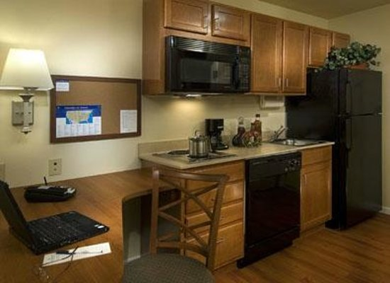Candlewood Suites New Bern: Fully Equipped Kitchen