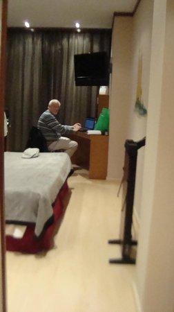 Hotel Reding Croma: Habitación muy comoda