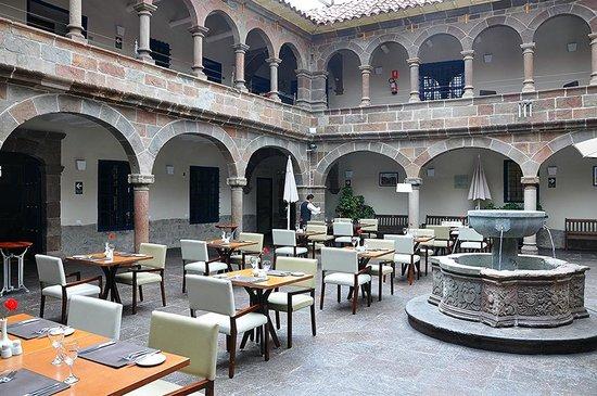 Novotel Cusco: Lobby/Courtyard