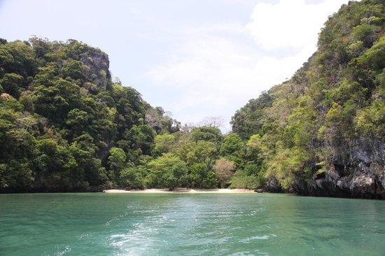 Phuket Sail Tours: Beach where we snorkeled- Krabi