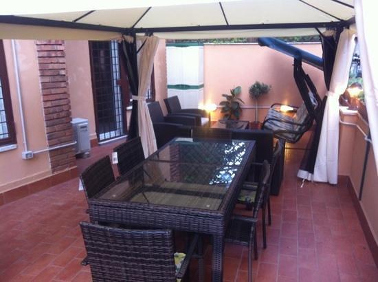 San Pietro Home: Terrazzo,gazebo con tavolo da pranzo