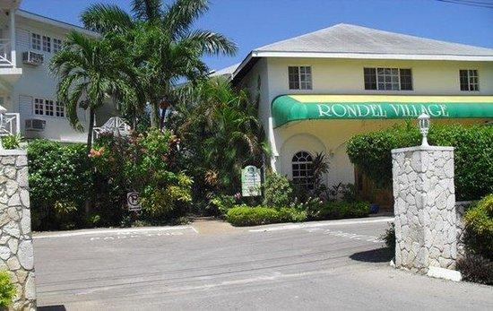 Rondel Village: Hotel Exterior
