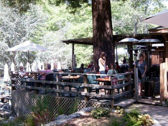 Big Sur River Inn Restaurant : Deck seating