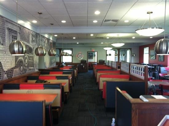 Friendly's Ice Cream Shop: Newly renovated dining room