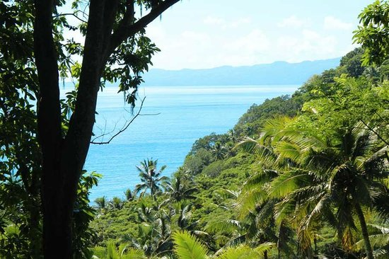 The Remote Resort - Fiji Islands: Hiking to the Peak