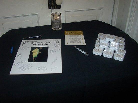 Lafayette Inn & Restaurant : Side Table for sign in