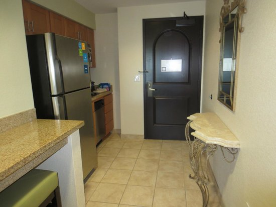 HYATT house San Diego/Carlsbad: Entrance/Kitchenette