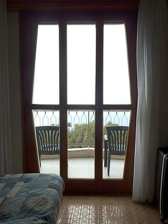 Due Gemelli: 部屋から見るテラスの椅子