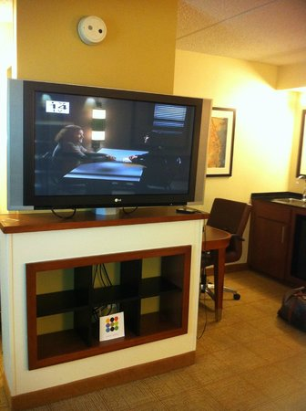 Hyatt Place San Antonio Northwest: TV , Desk and Sink to the right