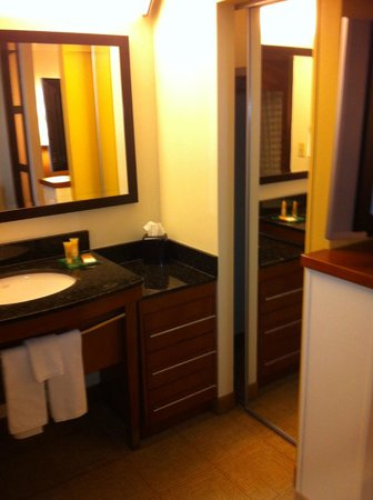 Hyatt Place San Antonio Northwest : Mini Side Vanity and  Closet