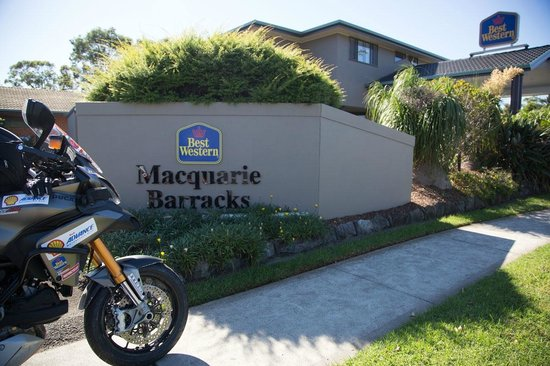 BEST WESTERN Macquarie Barracks: The entrance