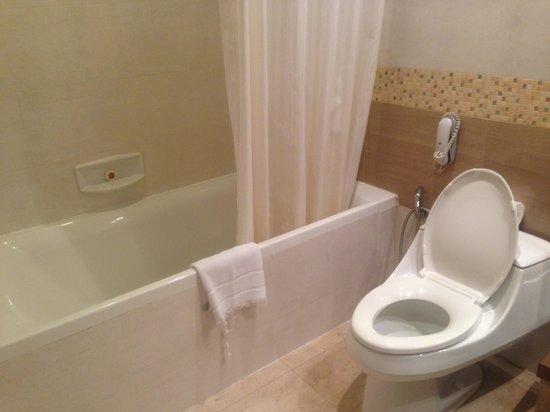 อโมล่า นีโิอลักซ์: Bathroom