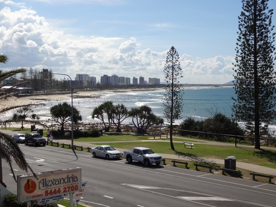 Alexandria Apartments: View from apartment deck out to Maroochydore beach