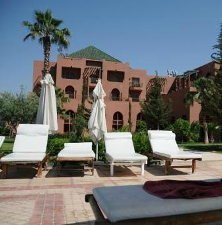 Palm Plaza Marrakech Hotel & Spa: Vue de l'aile nord de l'hôtel depuis la piscine