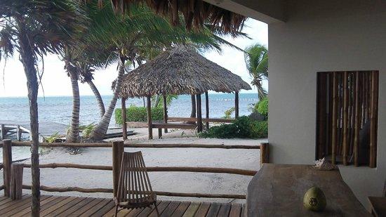 La Perla Del Caribe: View of the side off the porch