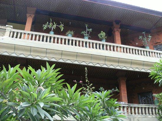 Hotel Lumbung Sari: 2nd floor balcony