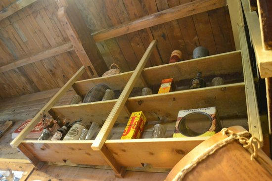 El Boliche Viejo: mismas estanterías desde hace 100 años