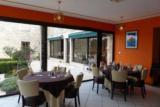 Le Relais de la Diligence : salle de restaurant en partie