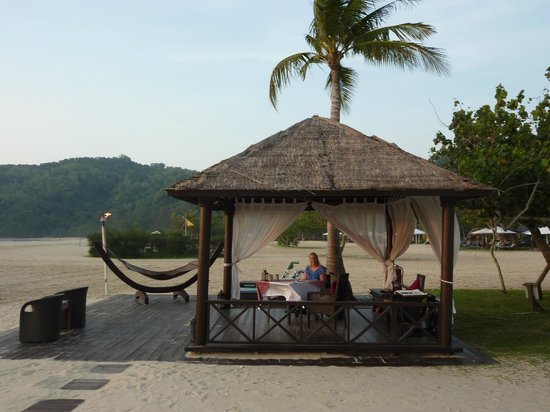 Shangri-La's Rasa Ria Resort & Spa: Private gazebo for dinner