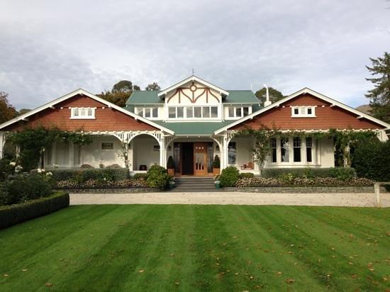 Glen Aros Country Estate : the facade