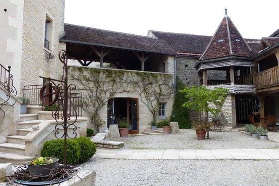 Hôtel Auberge de la Beursaudière : cour intérieure