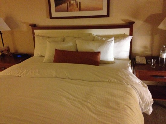 Summerland Waterfront Resort & Spa: Comfy bed