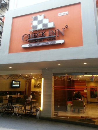 Check Inn Phromphong: hotel