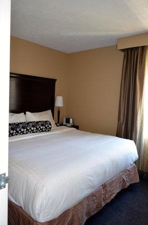 La Quinta Inn & Suites Seattle Downtown: Comfy bed.
