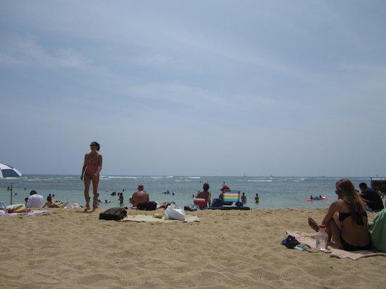 The New Otani Kaimana Beach Hotel: Beach view