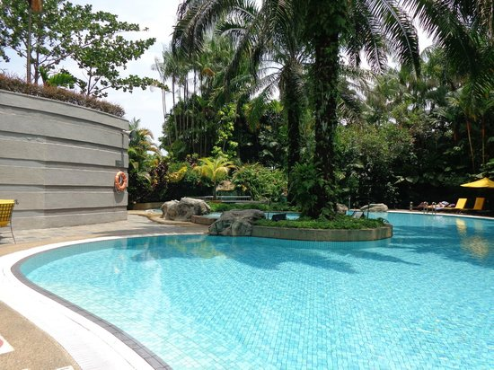 Sama-Sama Hotel KL International Airport: part view of the pool area