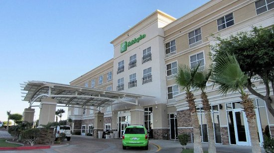 Holiday Inn Yuma: Front of hotel