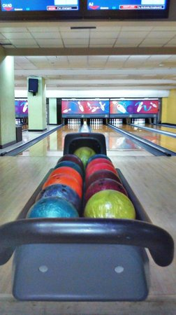 Superbowl Club : Bowling lane and the colorful balls