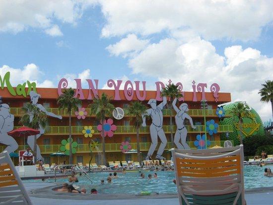 Disney's Pop Century Resort: The Hippy Dippy Pool