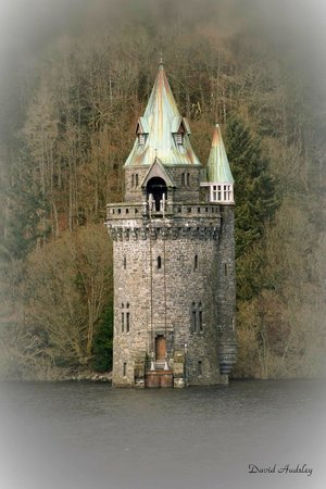Llanwddyn, UK: Lake Vyrnwy tower