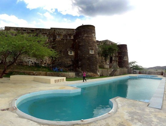 Neemrana's - Hill-Fort, Kesroli