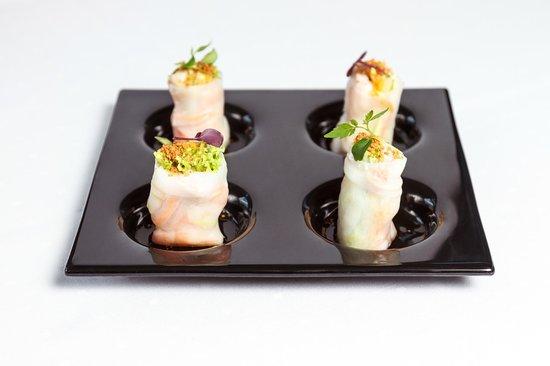 Zinc Lounge & Bar: prawn rolls