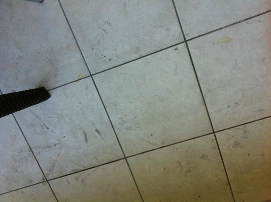 Bellagio By The Sea : outside patio - filthy floor