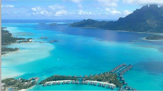 The St. Regis Bora Bora Resort: 飛行機から見たセントレジス